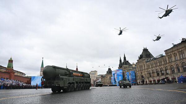 Автономная пусковая установка (АПУ) Ярс на военном параде в честь 76-й годовщины Победы в Великой Отечественной войне в Москве