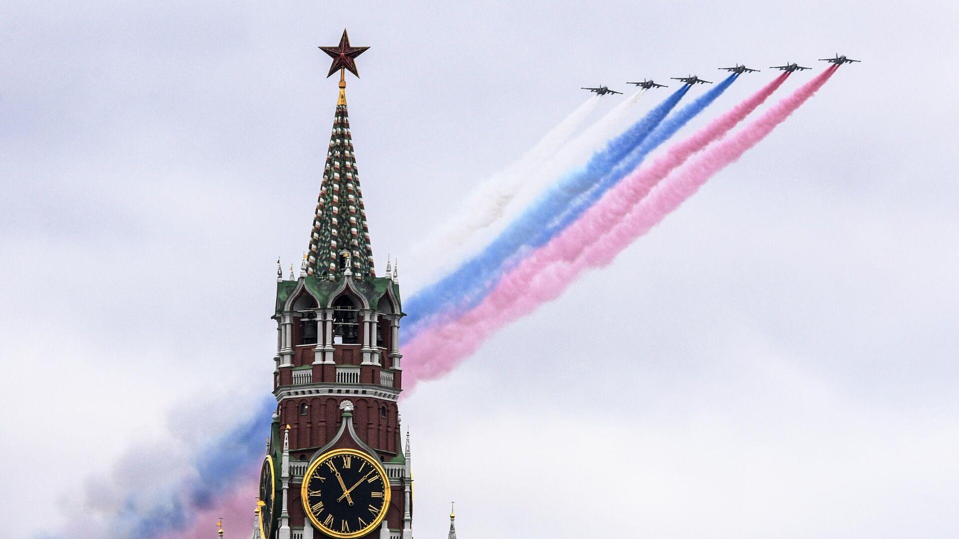 Самолеты-буксировщики мишеней Су-25БМ во время воздушной части парада в честь 76-й годовщины Победы в Великой Отечественной войне в Москве - РИА Новости, 1920, 12.05.2021