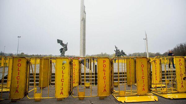 Полиция Латвии в День Победы перекрыла доступ к памятнику Освободителям в Риге