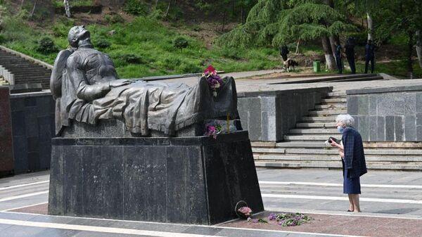 Могила Неизвестного солдата в парке Ваке в Тбилиси, Грузия. 9 мая 2021