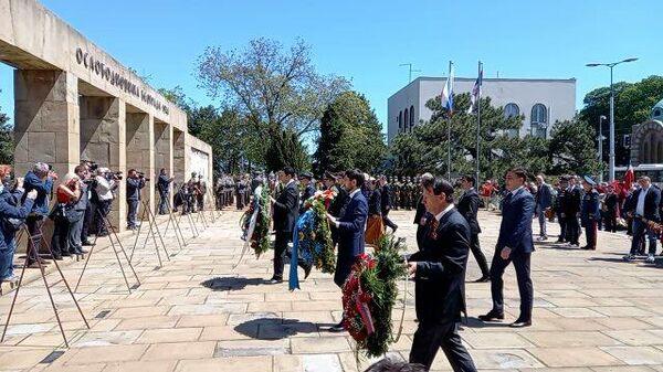 Послы стран СНГ в Сербии возлагают цветы к мемориалу