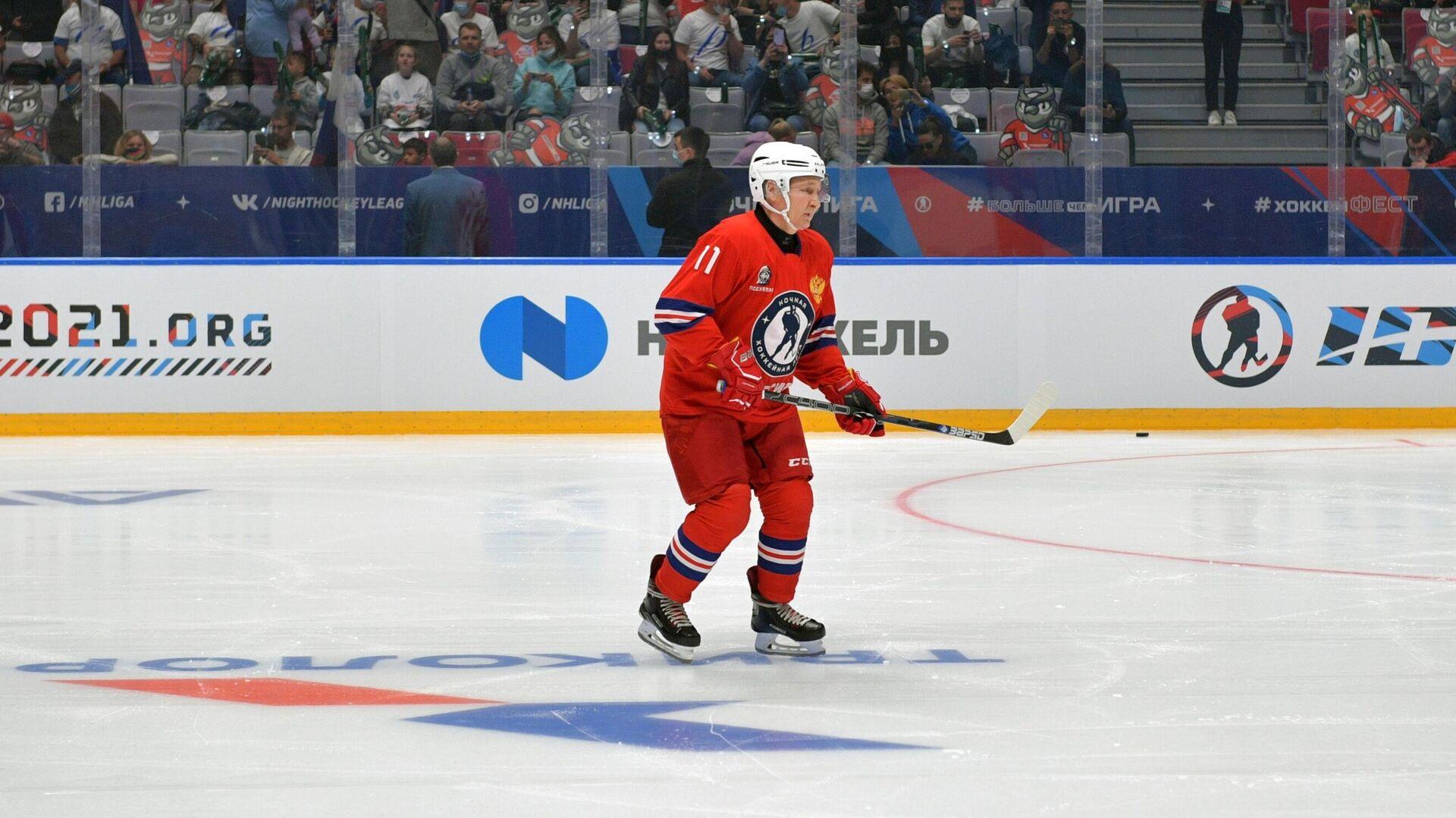 Президент России Владимир Путин в составе команды Легенды хоккея - РИА Новости, 1920, 10.05.2021