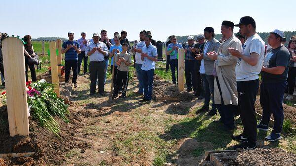 Похороны погибших в результате стрельбы в школе №175 в Казани