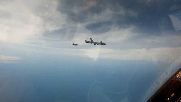 Российский истребитель перехватил французские самолеты над Черным морем. Кадры Минобороны