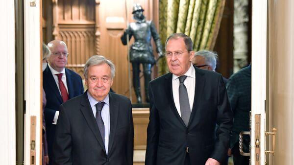Министр иностранных дел РФ Сергей Лавров и генеральный секретарь Организации Объединенных Наций (ООН) Антониу Гутерриш во время встречи в Москве