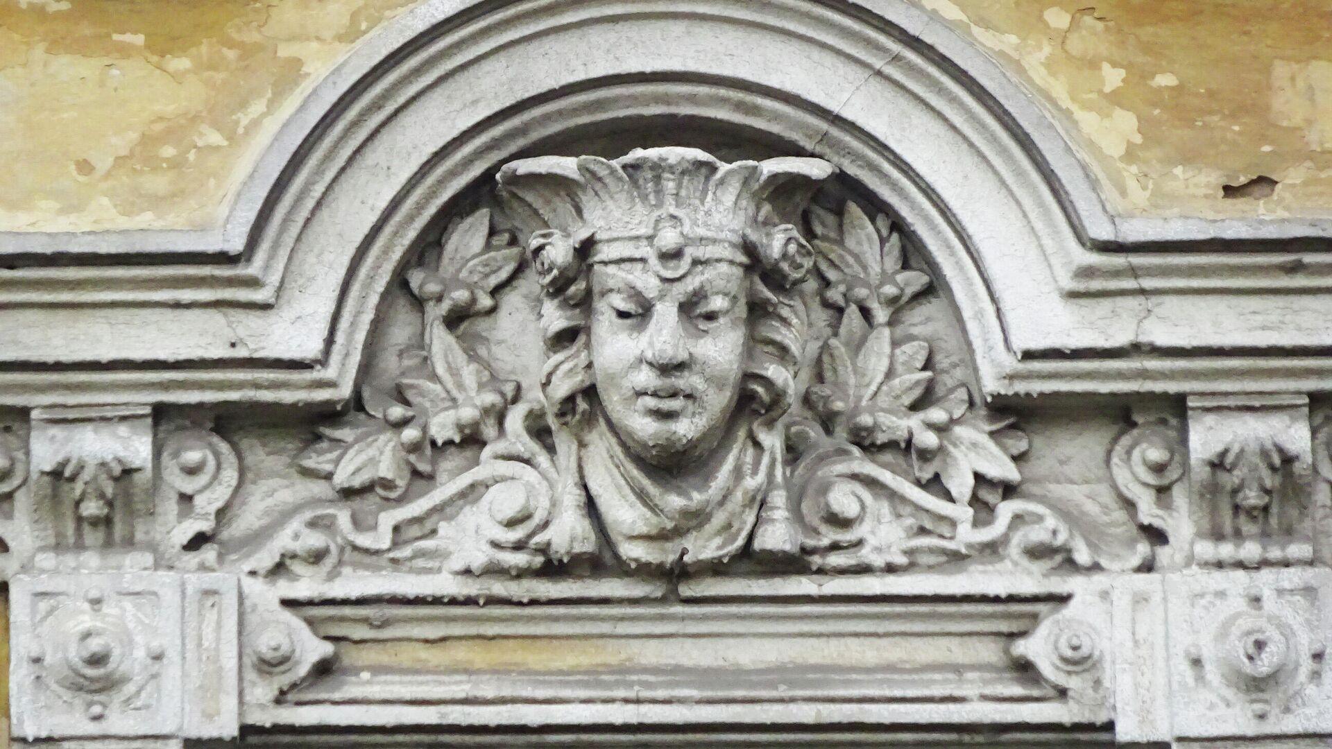 Лепнина на фасаде бывшей мастерской Юрьева  - РИА Новости, 1920, 20.06.2021