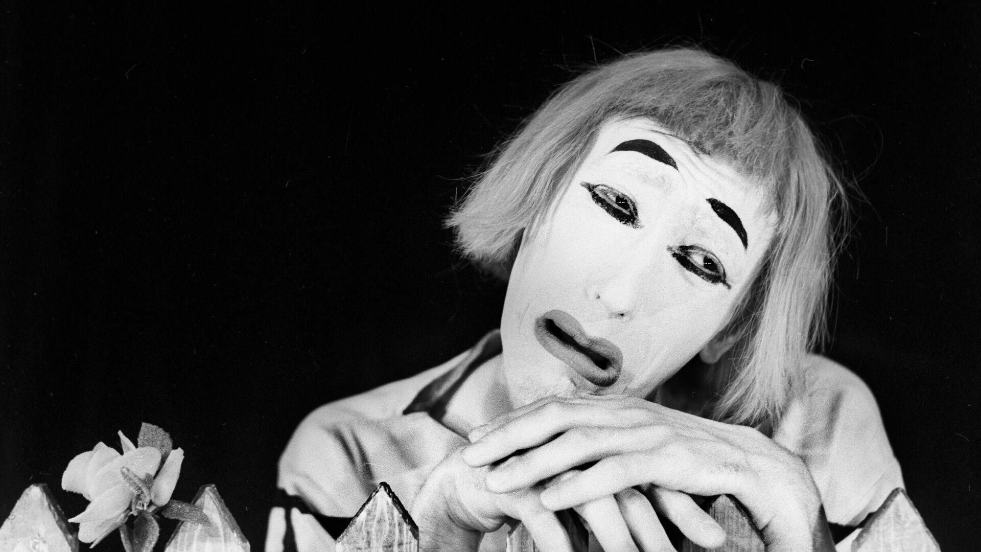Мим Анатолий Елизаров в пантомиме Морская новелла - РИА Новости, 1920, 13.05.2021
