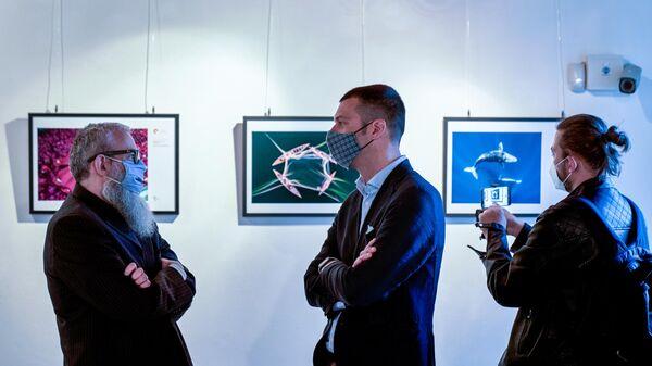 Посетители на выставке победителей Международного конкурса фотожурналистики имени Андрея Стенина в Сан-Донато-Миланезе в Италии