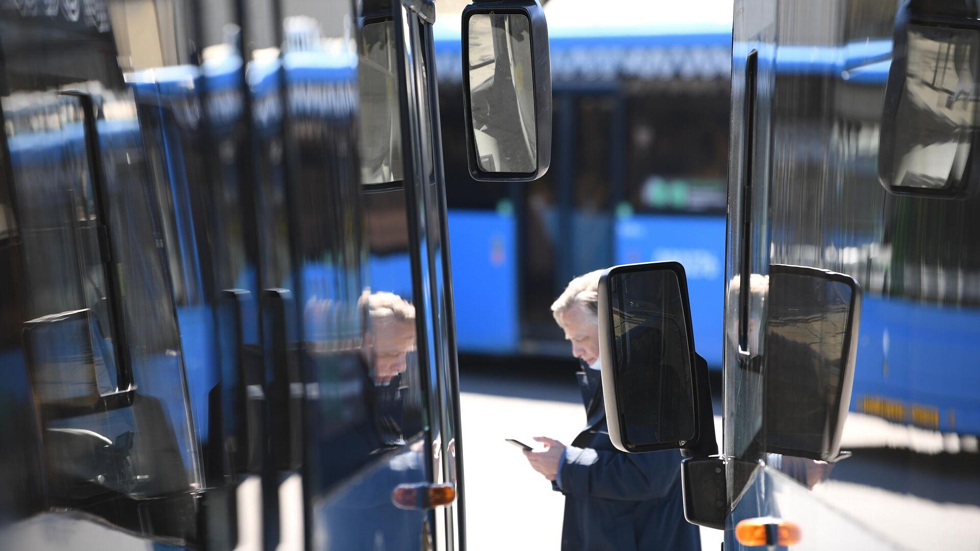 Автобусы, работающие на городских маршрутах, в парке филиала Центральный ГУП Мосгортранс - РИА Новости, 1920, 14.05.2021