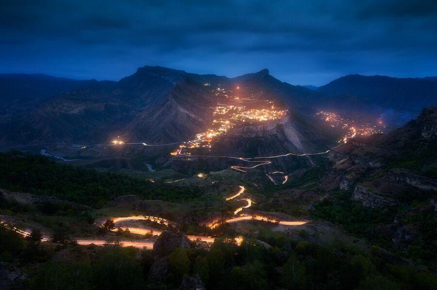 Ночной вид на аул Гуниб с Кегерского плато