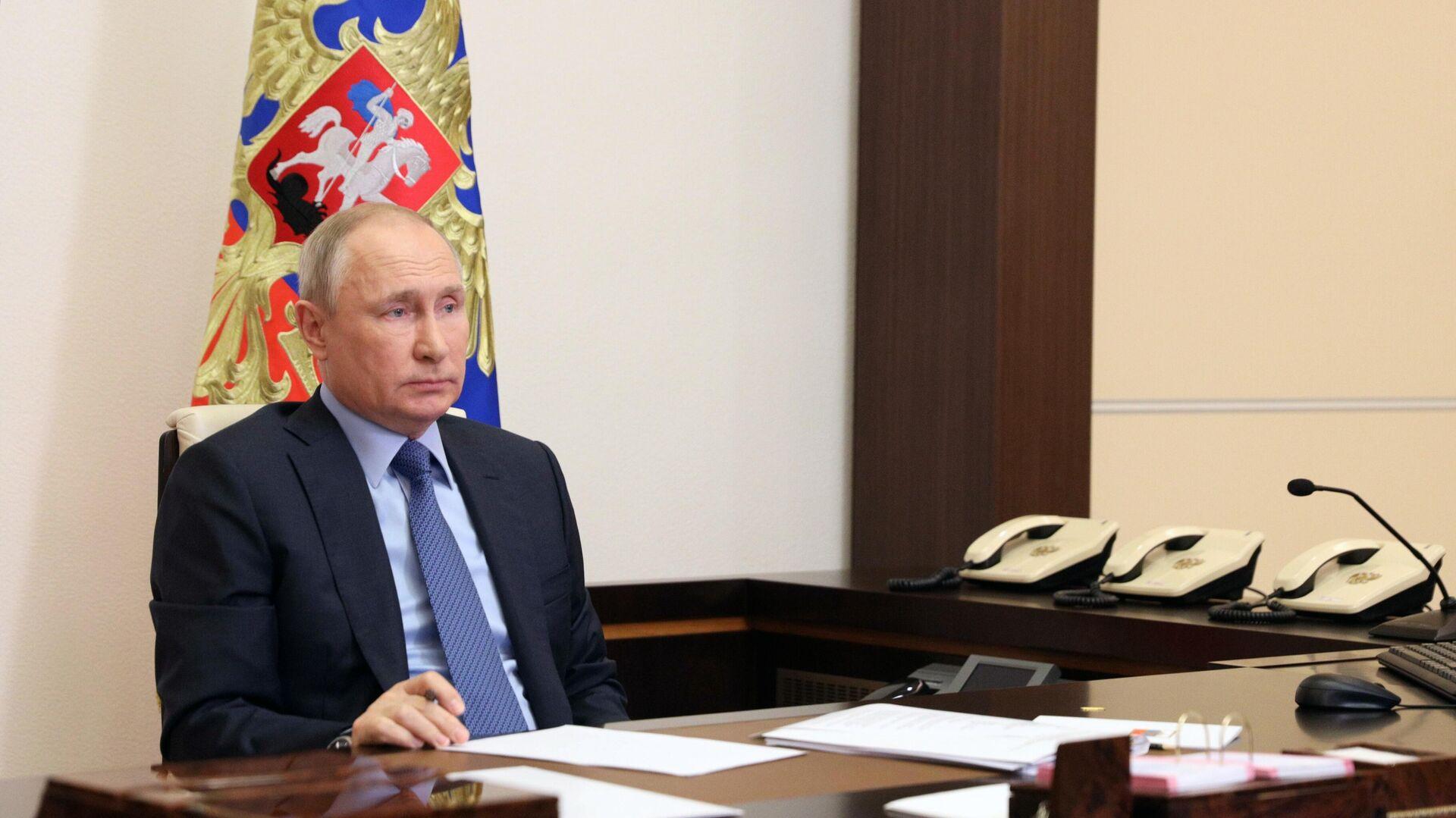 Путин обсудил отношения с Китаем с членом политбюро ЦК КПК Цзечи