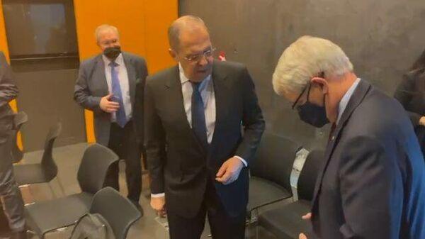 Какой галстук! – Лавров на встрече с главой МИД Канады