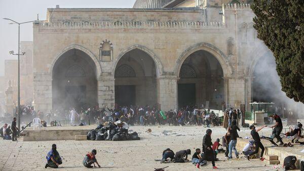 Столкновение палестинцев с израильскими силами безопасности  у мечети Аль-Акса в Старом Иерусалиме