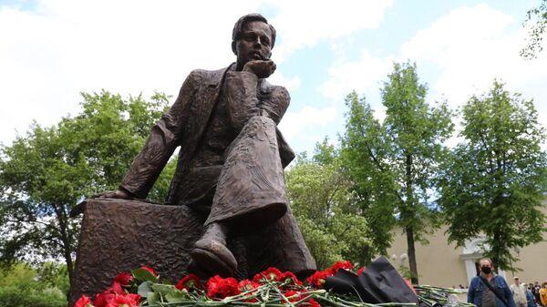 Памятник академику Сахарову в нижегородском Сарове