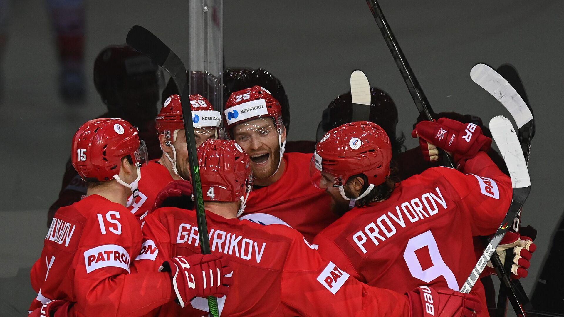 Игроки сборной России радуются заброшенной шайбе в матче группового этапа чемпионата мира по хоккею 2021 между сборными командами России и Чехии - РИА Новости, 1920, 02.06.2021