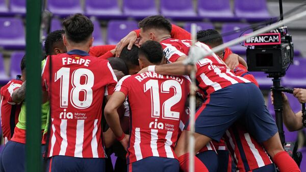 Atletico Madrid's Uruguayan forward Luis Suarez (C) celebrates after scoring during the Spanish league football match Real Valladolid FC against Club Atletico de Madrid at the Jose Zorilla stadium in Valladolid on May 22, 2021. (Photo by CESAR MANSO / AFP)