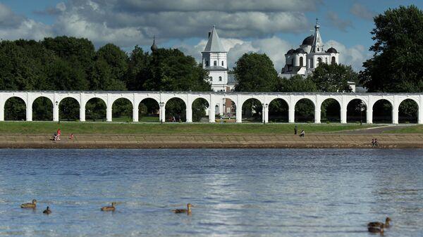Вид на Ярославо Дворище в Великом Новгороде