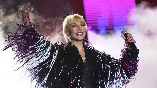 Певица Кристина Орбакайте выступает на праздничном концерте в честь 80-летия ВДНХ в Москве