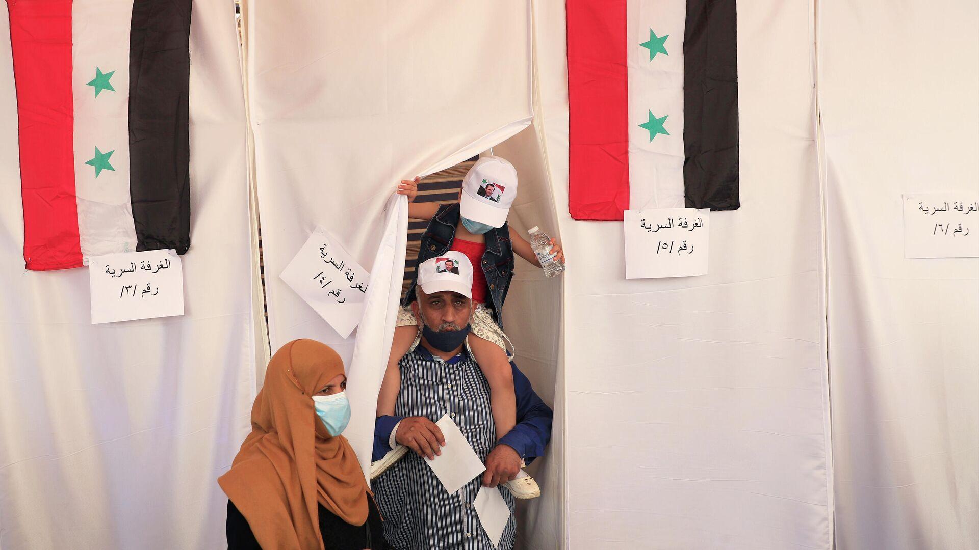 Досрочное голосование перед президентскими выборами 26 мая в посольстве Сирии, Ливан - РИА Новости, 1920, 25.05.2021