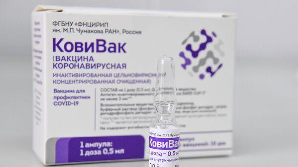 Вакцинация препаратом КовиВак в городской поликлинике №7 в Новосибирске