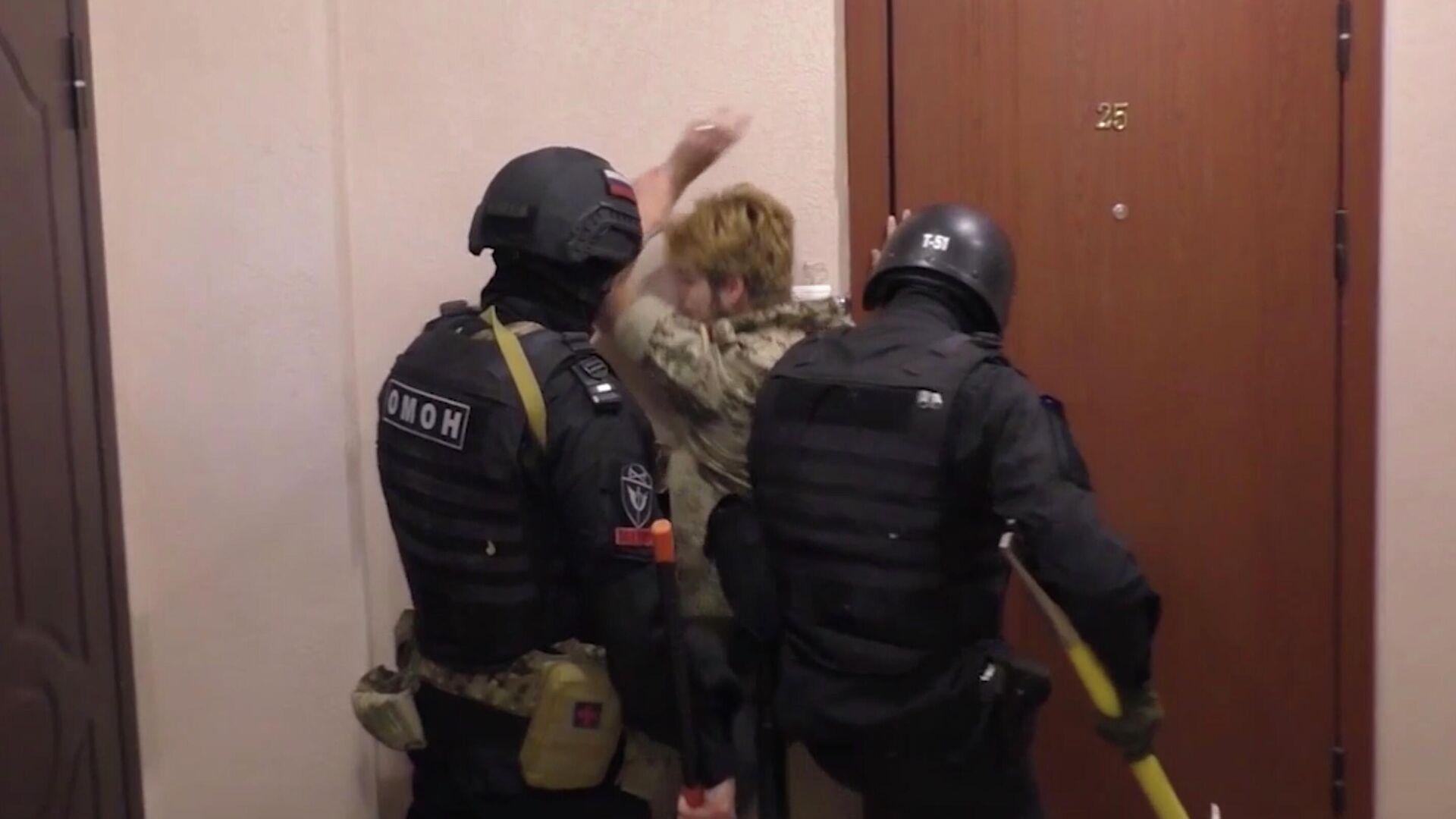 Задержание членов украинской радикальной группы М.К.У. в Саратове. Кадр из видео - РИА Новости, 1920, 29.05.2021