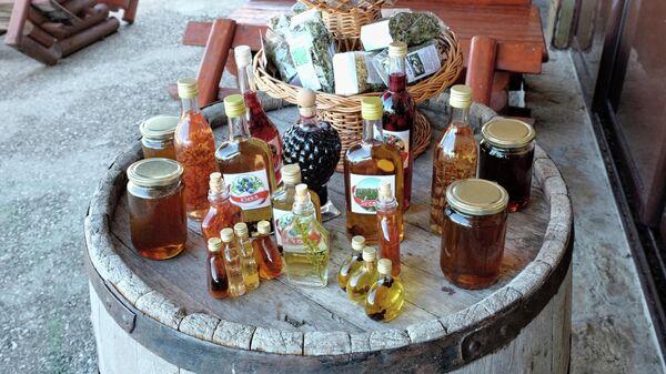 Продажа ракии около Национального парка Дурмитор в Черногории
