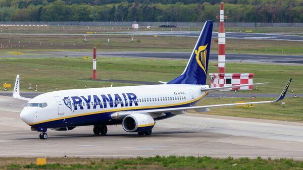 Самолет авиакомпании Ryanair в аэропорту Берлина, Германия
