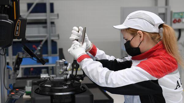 Линия окончательной сборки на заводе в ОЭЗ Алабага в Татарстане, где стартовало серийное производство российских автомобилей премиум-класса Aurus Senat