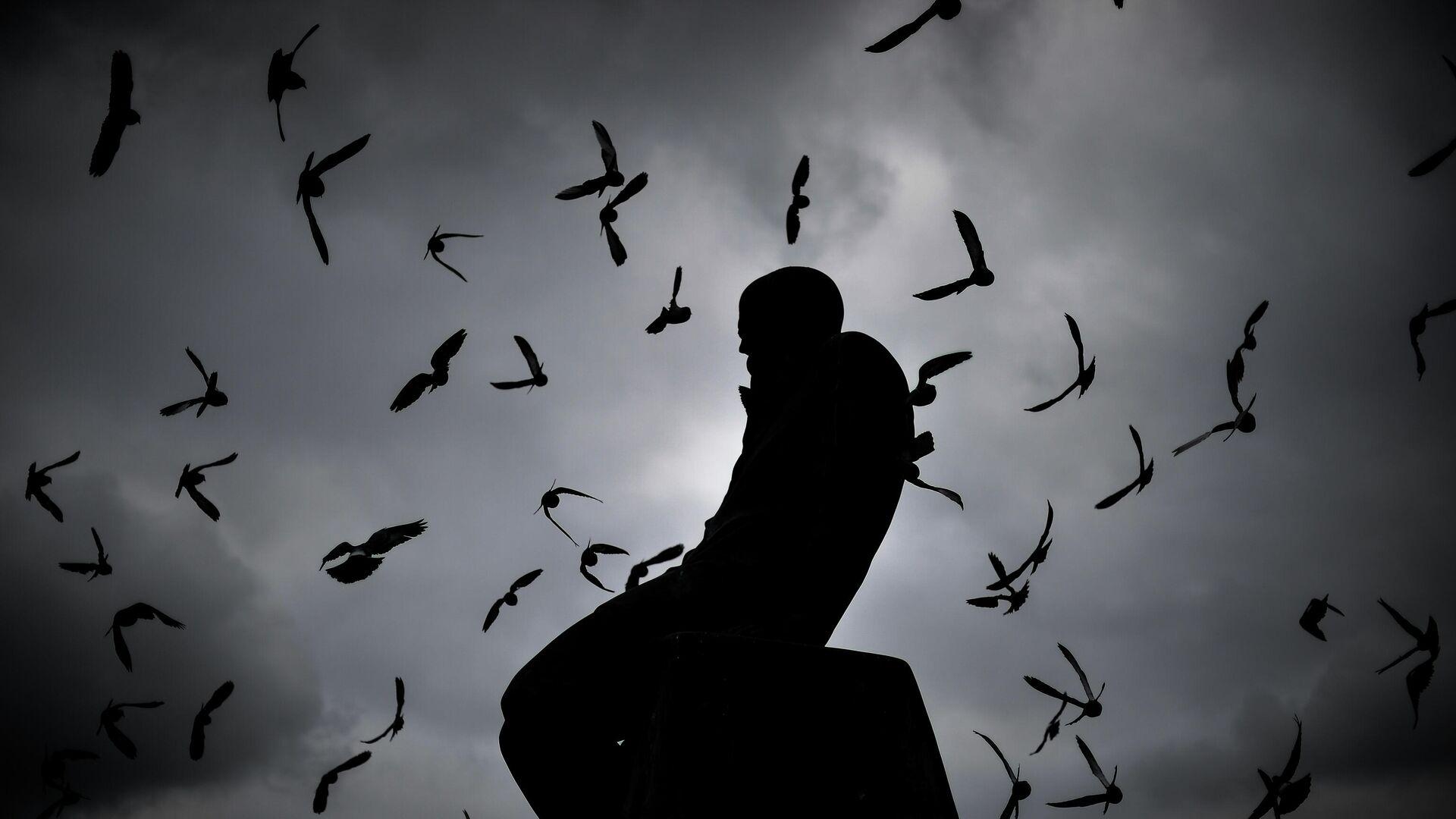 Памятник Ф.М. Достоевскому у здания Российской государственной библиотеки в Москве - РИА Новости, 1920, 19.06.2021