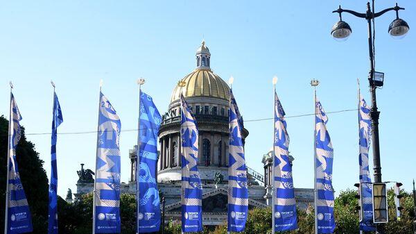 Флаги с символикой Петербургского международного экономического форума