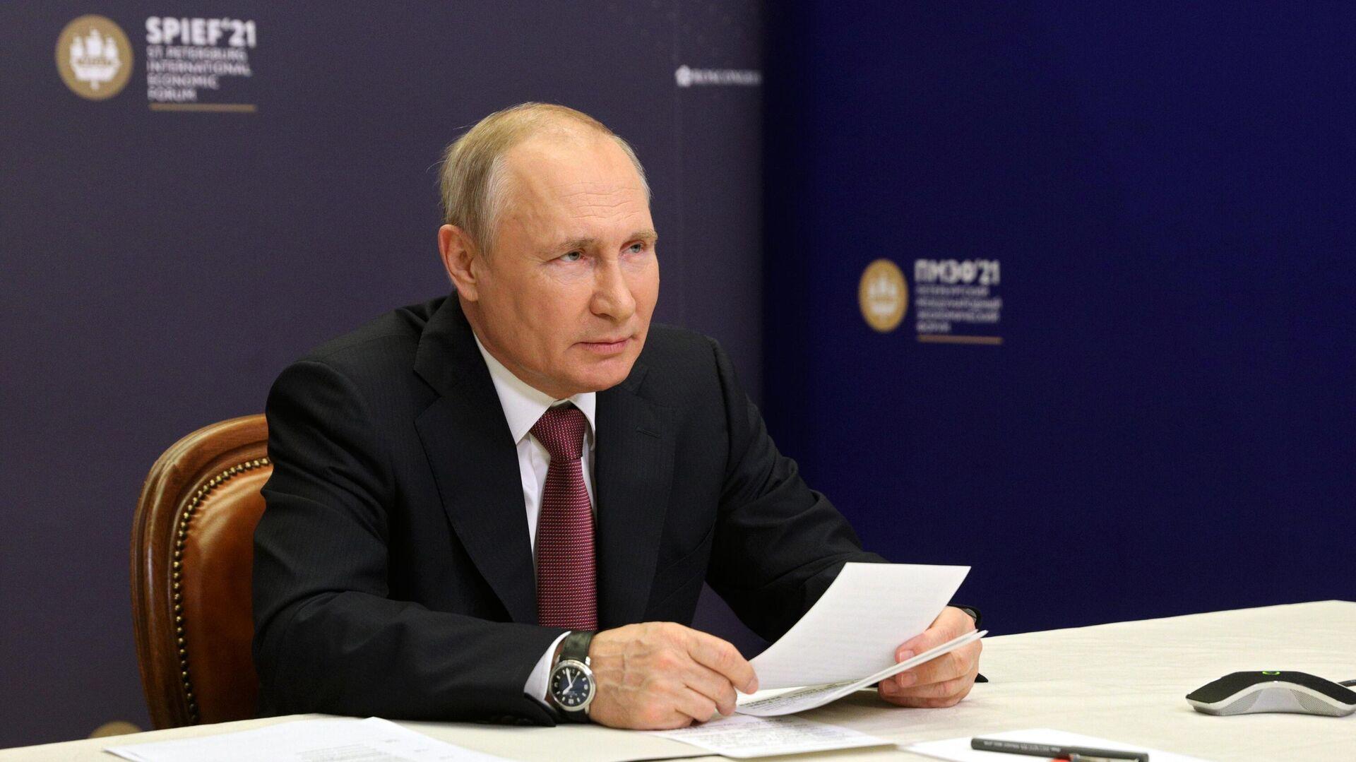 Песков рассказал о пленарном заседании ПМЭФ с участием Путина