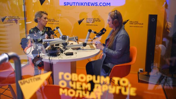 Официальный представитель Министерства иностранных дел России Мария Захарова в студии радио Sputnik на Петербургском международном экономическом форуме - 2021