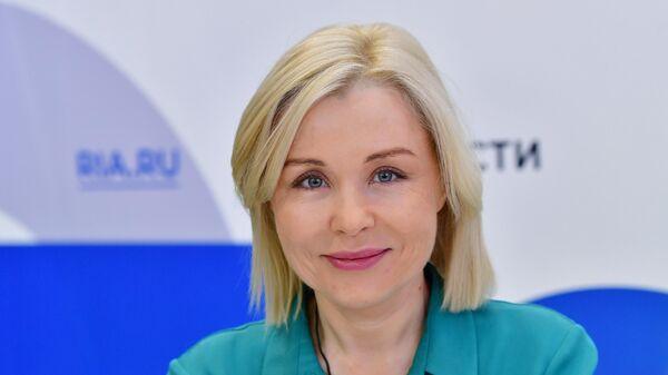 Руководитель Росприроднадзора Светлана Радионова у стенда МИА Россия сегодня на Петербургском международном экономическом форуме - 2021