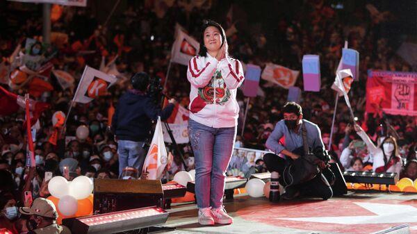 Кандидат в президенты Перу Кейко Фухимори во время предвыборного митинга в Лиме