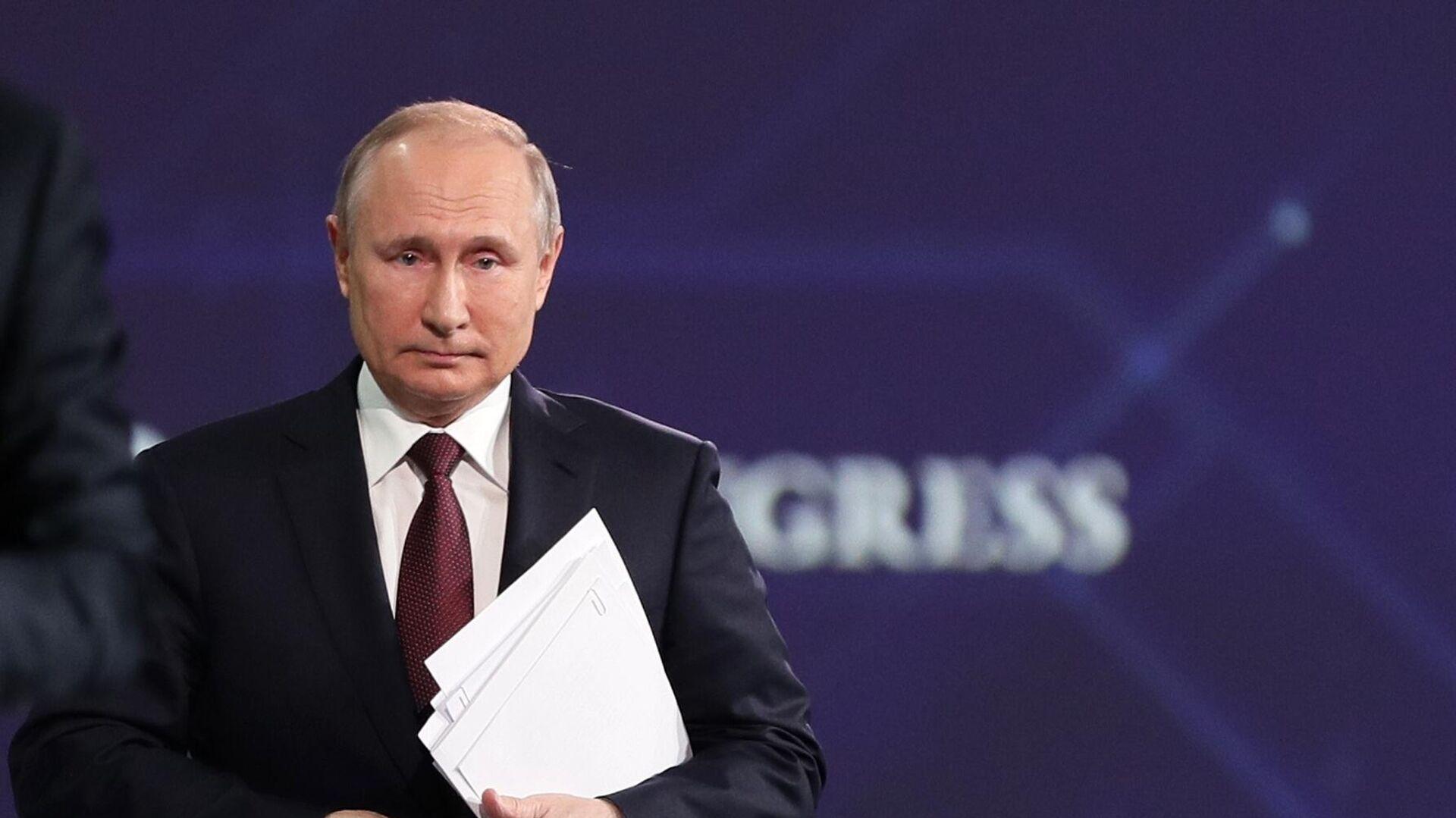 Путин объяснил затягивание регистрации российской вакцины в Европе