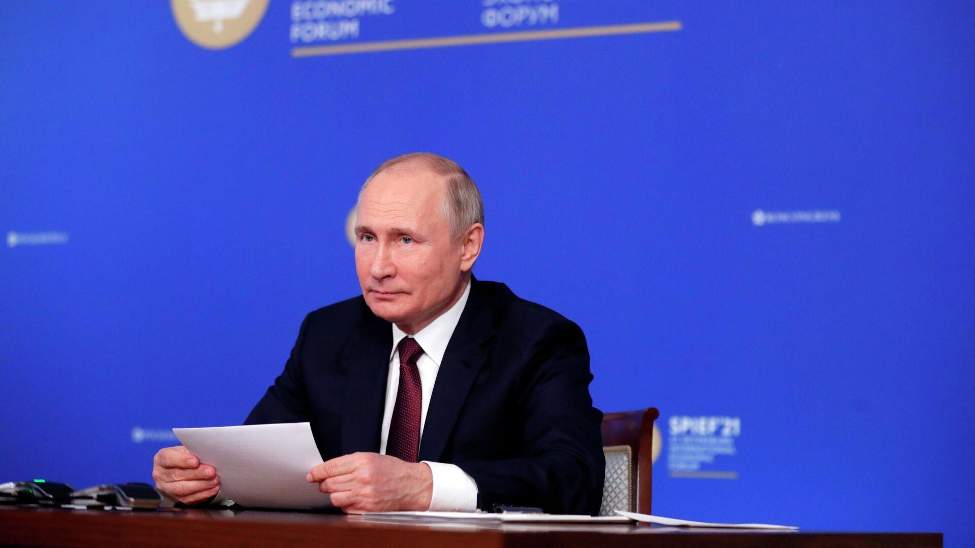 Владимир Путин во время встречи в режиме видеоконференции с руководителями крупнейших иностранных компаний в рамках Петербургского международного экономического форума - 2021 - РИА Новости, 1920, 04.06.2021