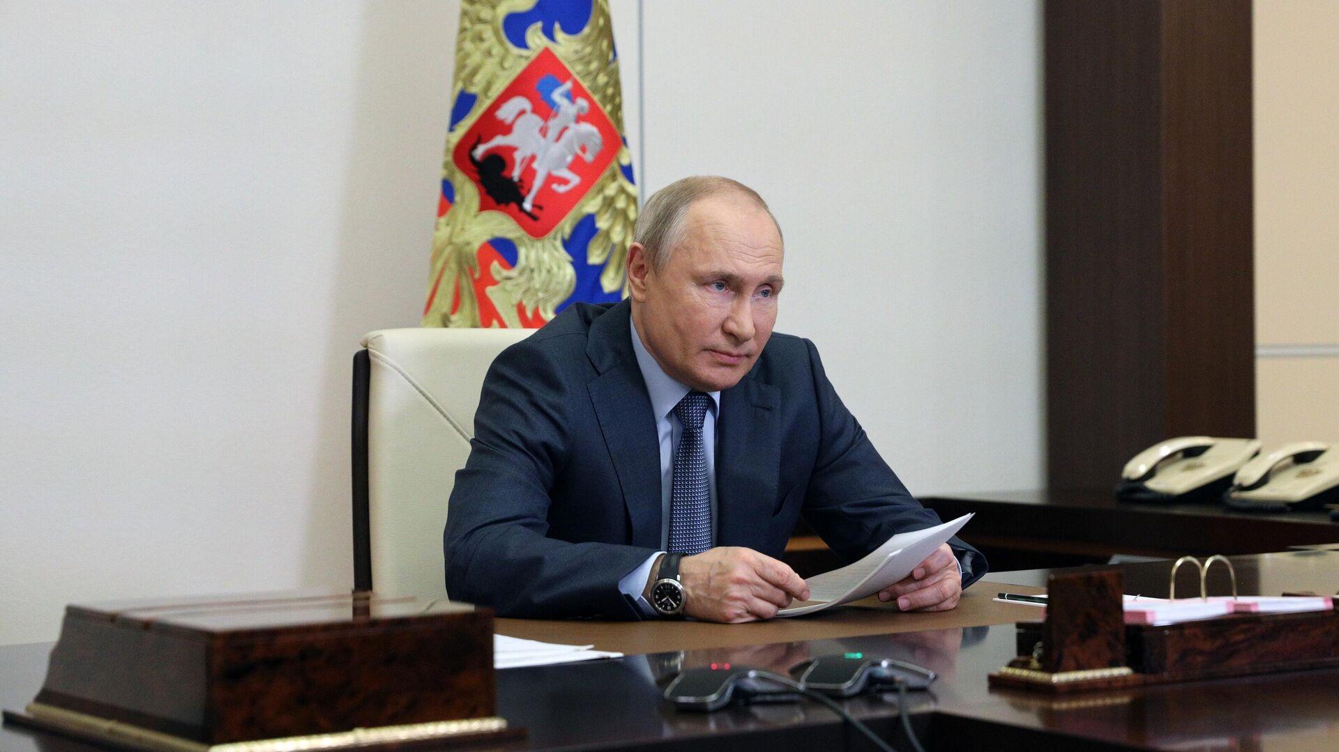 Президент РФ Владимир Путин во время встречи в режиме видеоконференции с представителями социальных организаций - РИА Новости, 1920, 09.06.2021