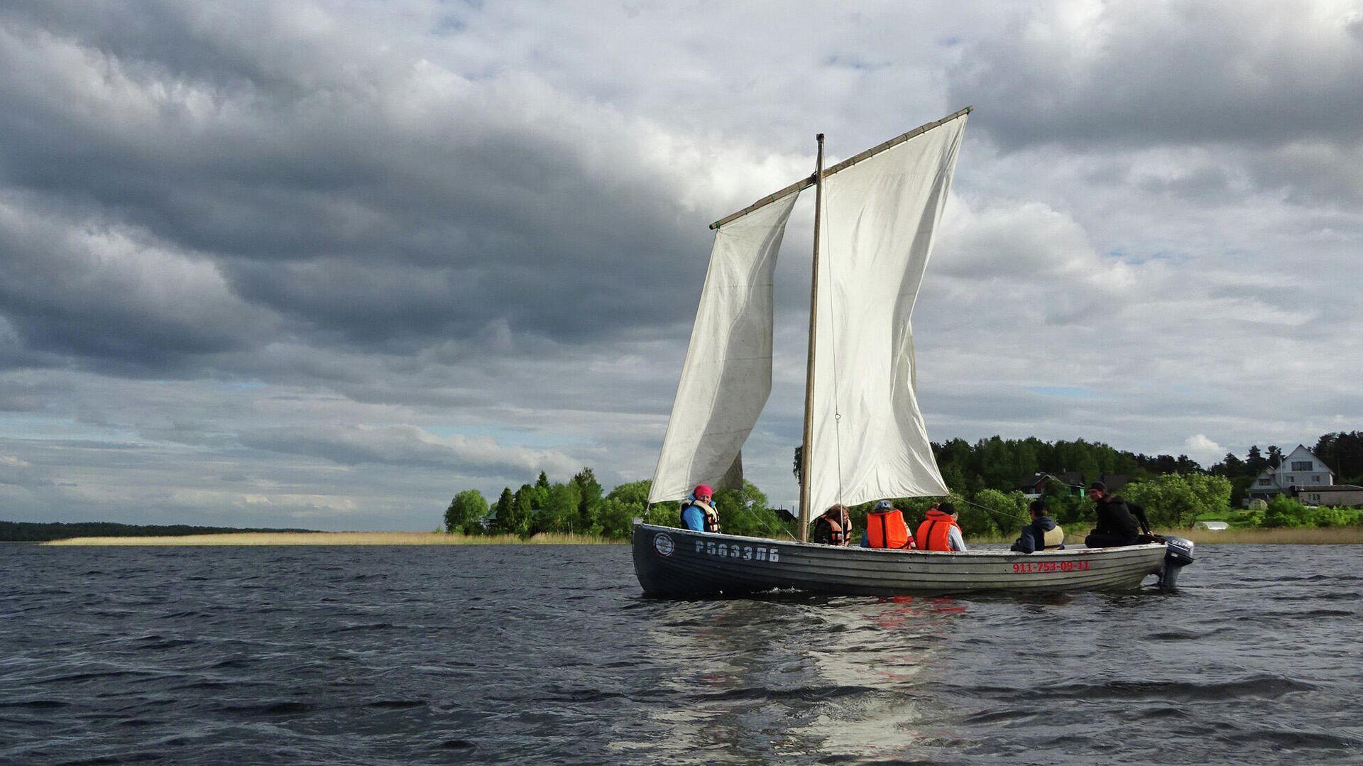 Лодка на Себежском озере - РИА Новости, 1920, 12.06.2021