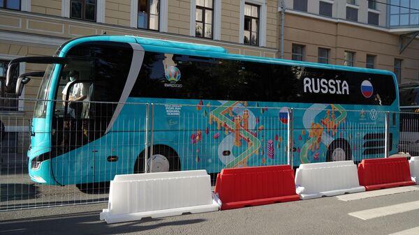 Автобус с игроками сборной России по футболу в Санкт-Петербурге, в преддверии турнира Чемпионата Европы
