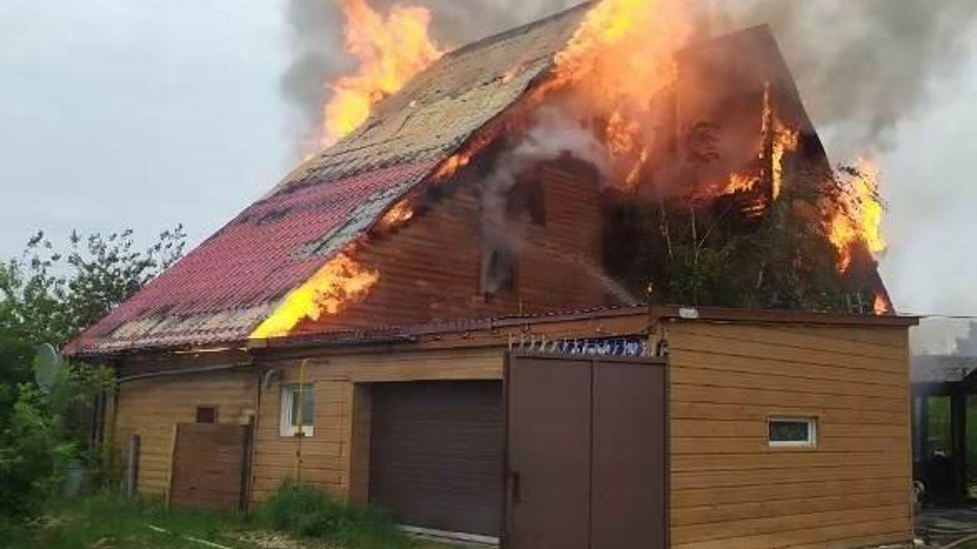 Пожар в частном доме в Якутске - РИА Новости, 1920, 13.06.2021