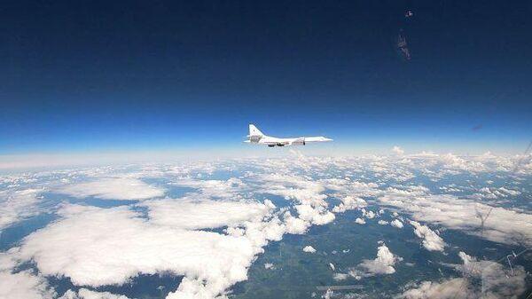 Полет над Балтийским морем российских бомбардировщиков Ту-160. Кадры Минобороны РФ