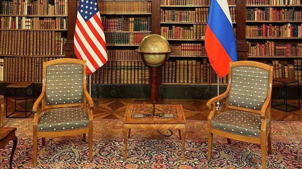 Комната, в которой пройдут переговоры президента России Владимира Путина и президента США Джо Байдена