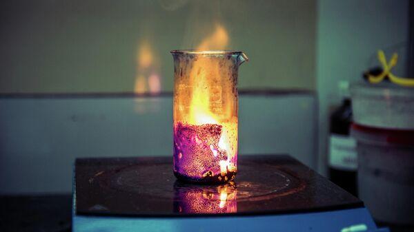 Процесс горения раствора в лаборатории НИТУ МИСиС для получения фильтрующих/каталитических материалов