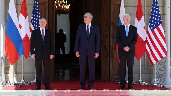 Президент РФ Владимир Путин, президент Швейцарской Конфедерации Ги Пармелен и президент США Джо Байден на вилле Ла Гранж в Женеве