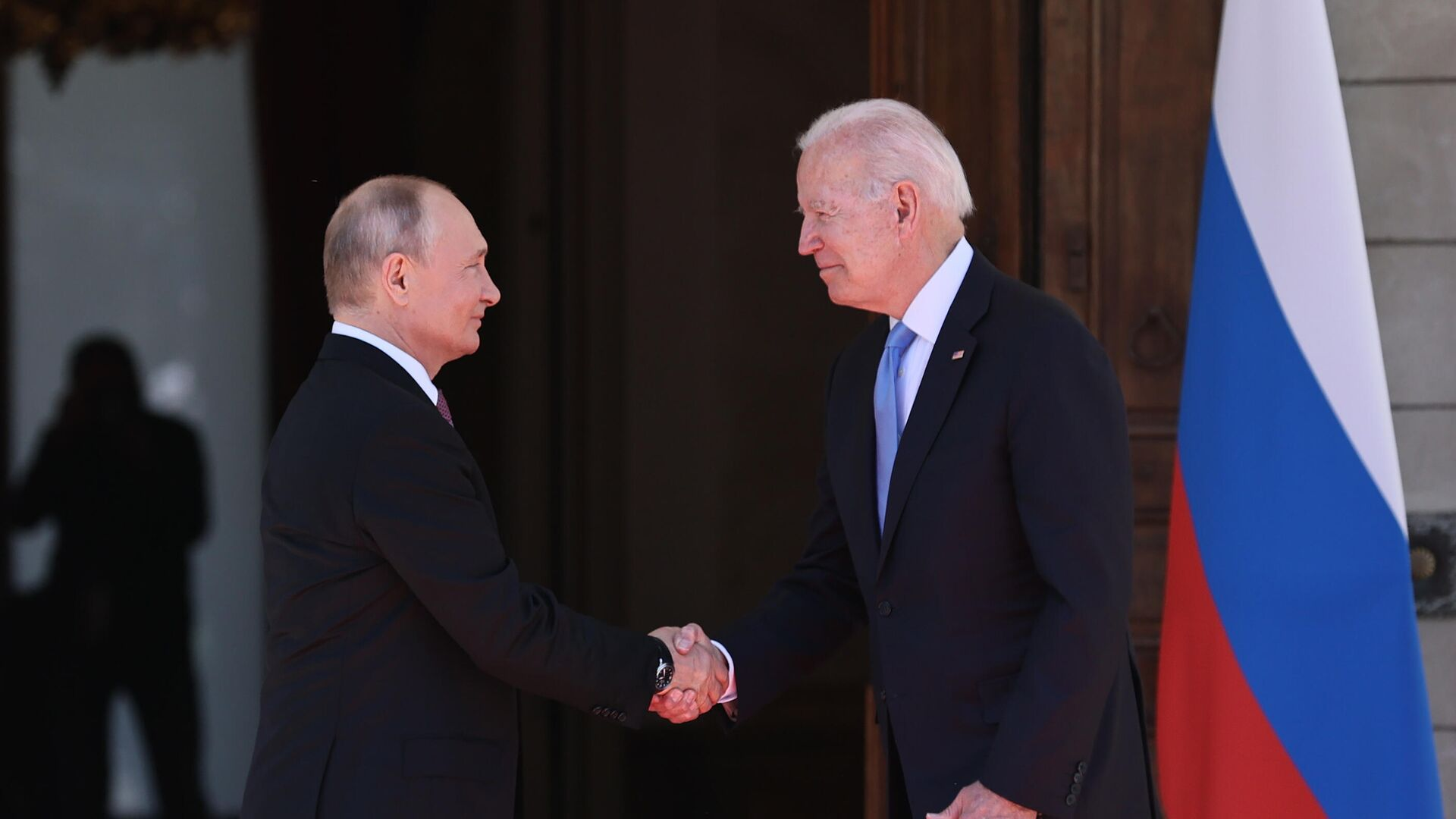 Президент РФ Владимир Путин и президент США Джо Байден во время встречи в Женеве на вилле Ла Гранж - РИА Новости, 1920, 16.06.2021