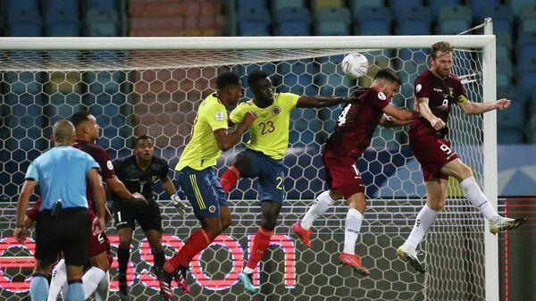 Игровой эпизод матча Венесуэла - Колумбия