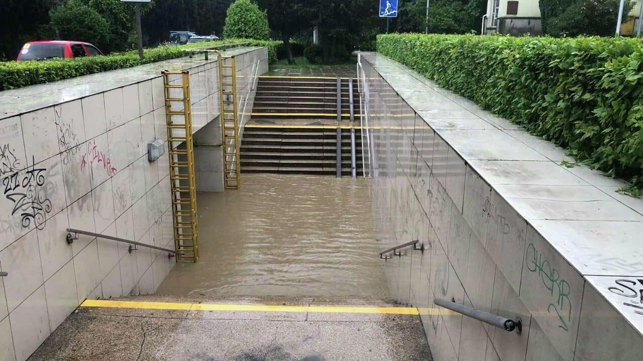 В Ялте из-за наводнения погиб человек