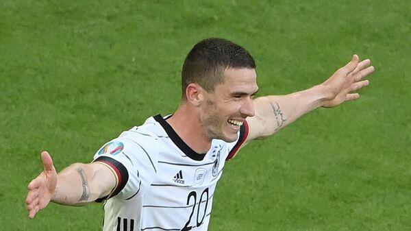 Полузащитник сборной Германии Робин Госенс