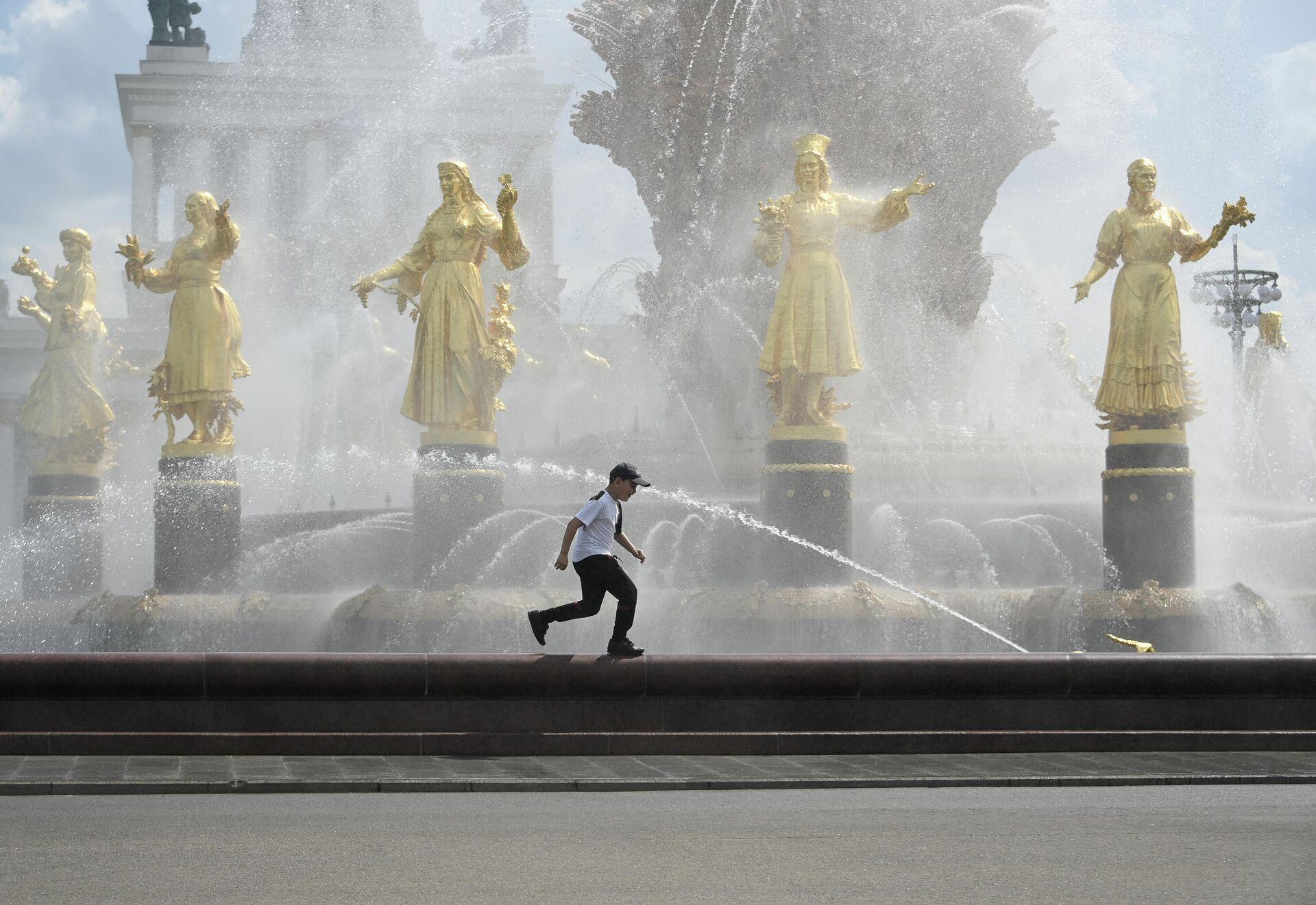 Тёплая погода в Москве  - РИА Новости, 1920, 22.06.2021
