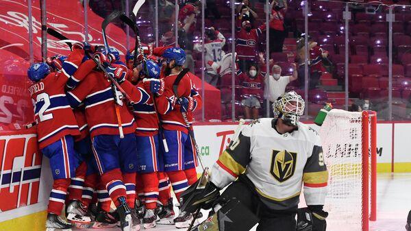 Хоккеисты Монреаль Канадиенс празднуют победу в матче с Вегас Голден Найтс